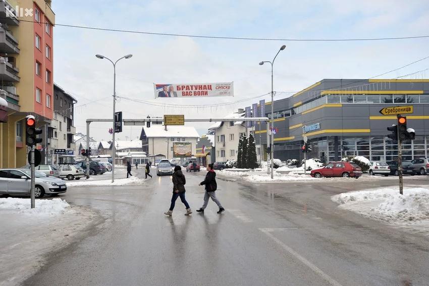 Obilježen Dan bijelih nišana u Bratuncu: Mališani čistili nišane na šehidskom mezarju Veljaci